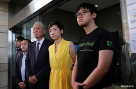 (L-R) Pro-democracy activists Chung Yiu-wa, Lee Wing-tat, Chu Yiu-ming, Tanya Chan and Cheung Sau-yin leave the court after getting their suspended sentence on their involvement in the Occupy Central, in Hong Kong, Apr, 24, 2019.