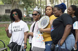 Supporters of R&B performer R. Kelly arrive at federal court in Brooklyn for his hearing, Friday, Aug. 2, 2019, in New York.