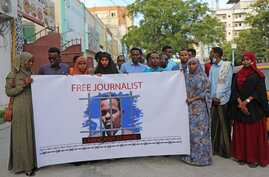 Supporters demand the release of arrested Somali journalist Abdiaziz Ahmed Gurbiye in a photo posted on Twitter by the Somali Journalists Syndicate SJS (@sjs_Somalia)