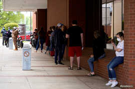 People who lost their jobs wait in line to file for unemployment following an outbreak of the coronavirus disease (COVID-19), at an Arkansas Workforce Center in Fort Smith, Arkansas, April 6, 2020.
