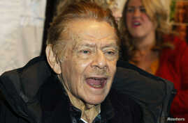 Actor Jerry Stiller arrives at the premiere of the movie 'Little Fockers' in New York, Dec. 15, 2010.