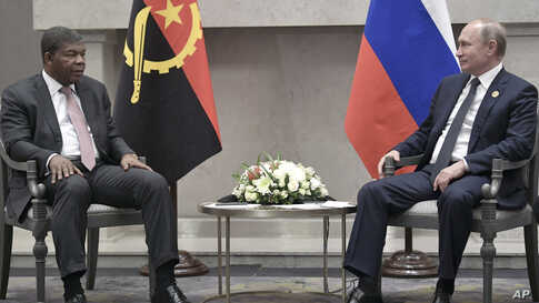 Angola's President Joao Lourenco, left, speaks to Russia's President Vladimir Putin at the BRICS summit in Johannesburg, South Africa, Thursday, July 26, 2018. (Alexei Nikolsky, Sputnik, Kremlin Pool Photo via AP)