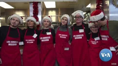 Volunteers Bring Holiday Cheer to the Homeless