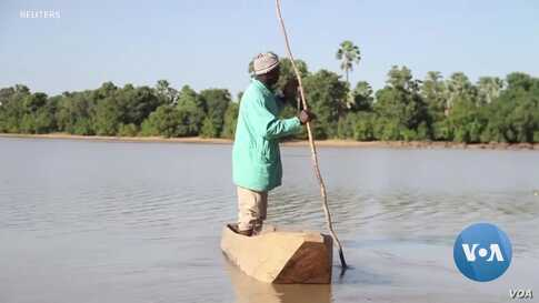As Temperatures Rise, Water Evaporates in Mali Lake Giving Fisherman Hope