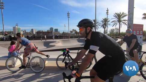 Spaniards Enjoy Sunshine, Sports For First Time in Weeks