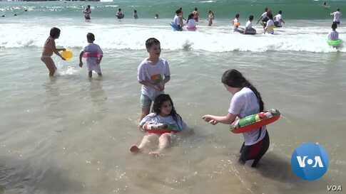 Israeli Volunteers Take Palestinians for Their First Beach Experience