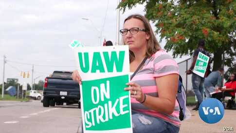 Auto Workers On Strike as Industry Transition Looms