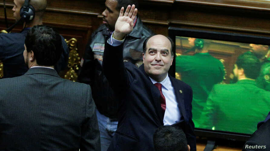 Julio Borges, leader of Venezuelan coalition of opposition parties, gestures as he arrives for a session of the National Assembly in Caracas, Venezuela, Jan. 5, 2017.