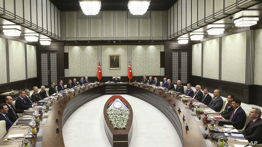 Turkey's President Recep Tayyip Erdogan (C) chairs the National Security Council that met to recommend prolonging the state of emergency by a further three months, in Ankara, Turkey, Jan. 17, 2018.