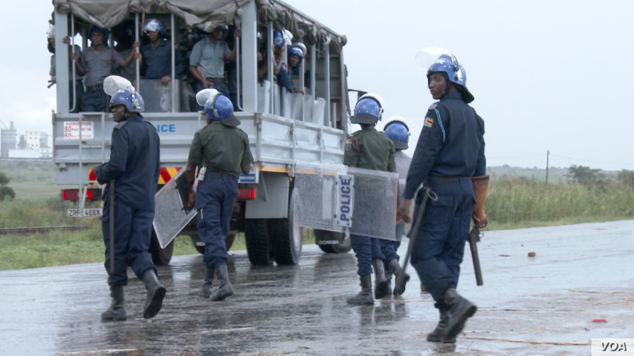 Police monitoring situation in Harare during Zimbabwe three-day protests, Jan. 2019.