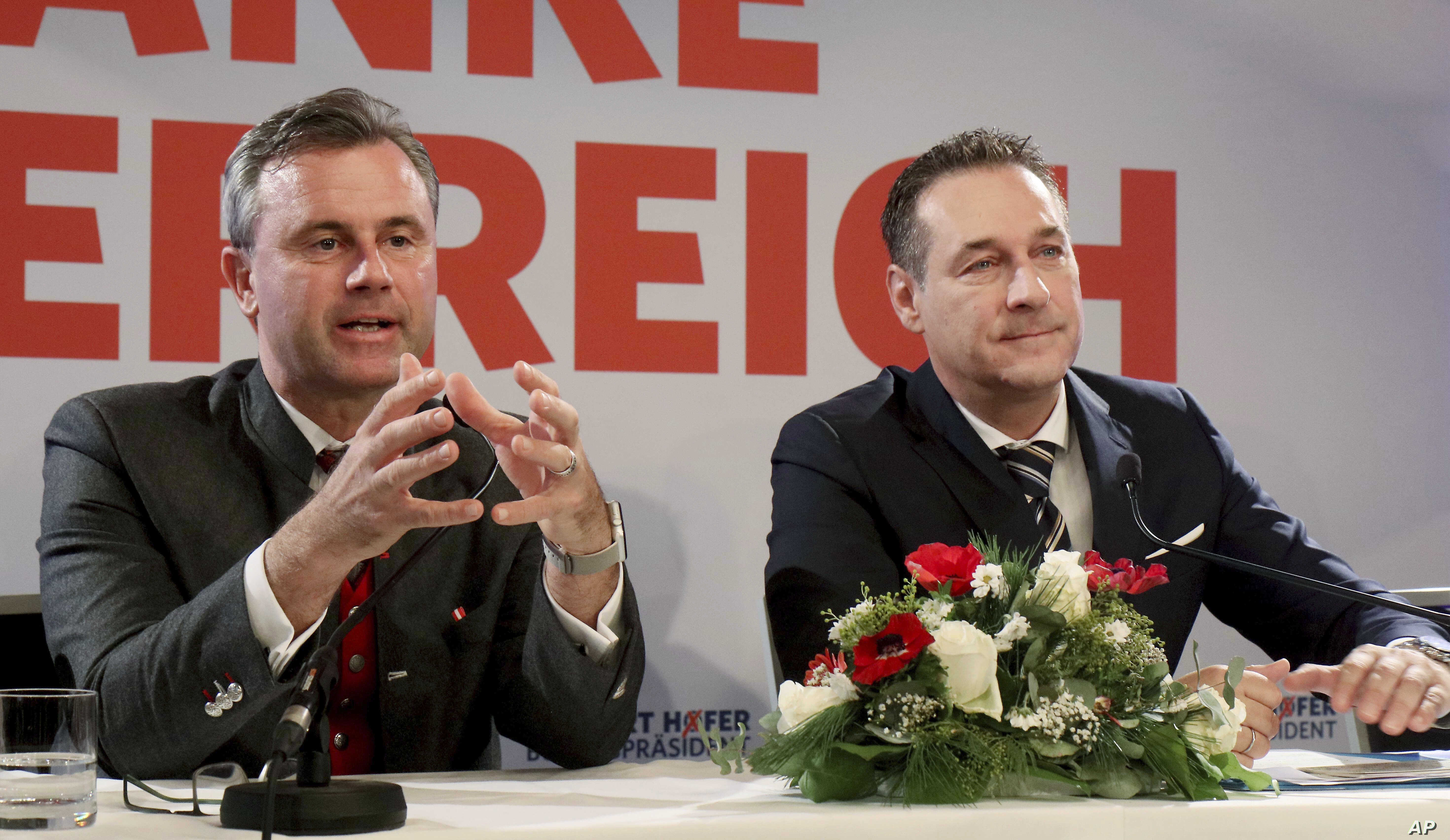 Norbert Hofer (L) and Heinz-Christian Strache of Austria's anti-migrant and anti-EU Freedom Party (FPO) attend a news conference in Vienna, Austria, Dec. 6, 2016.