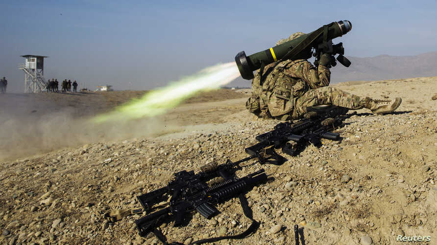 A U.S. soldier from Dragon Troop of the 3rd Cavalry Regiment fires a Javelin missile system during their first training exercise of the new year near operating base Gamberi in the Laghman province of Afghanistan January 1, 2015. REUTERS/Lucas Jackson