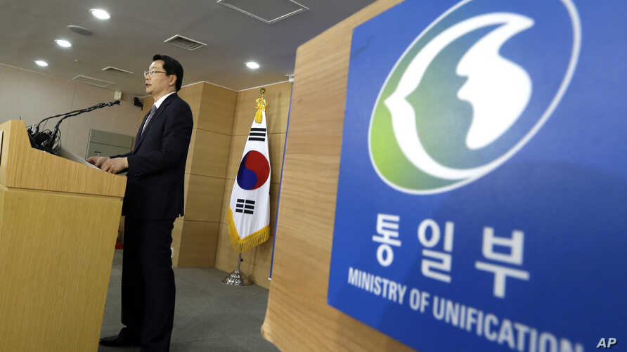 South Korean Unification Ministry spokesperson Kim Hyung-seok reads a statement at a briefing room of Unification Ministry in Seoul, South Korea, June 6, 2013.