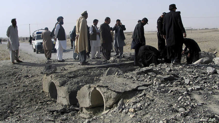 FILE - Pakistani officials investigate the site of bombing at Chaman, border post on the Pakistan Afghanistan border in Pakistan, Nov. 21, 2016.