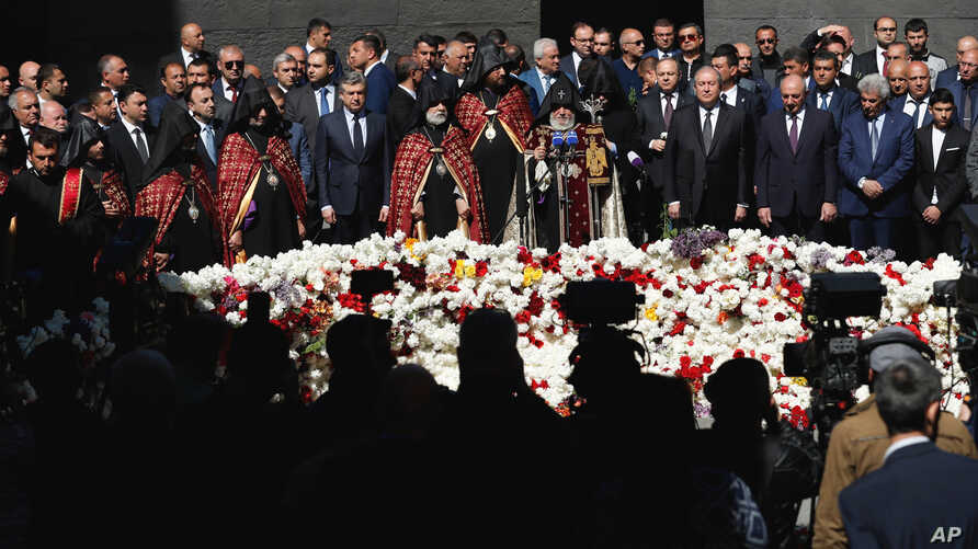Armenian officials lay flowers at the monument to the victims of mass killings by Ottoman Turks, to commemorate the 103rd anniversary of the genocide in Yerevan, April 24, 2018.