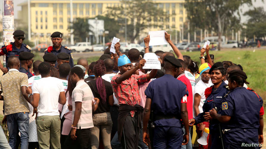 Congolese police detain protesters demanding that President Joseph Kabila leave power by the end of the year in Kinshasa, Democratic Republic of Congo, July 31, 2017.