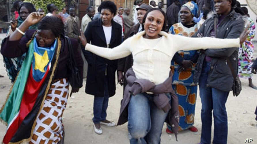 Southern Sudanese women dance outside a polling station in Cairo, 09 Jan 9 2011