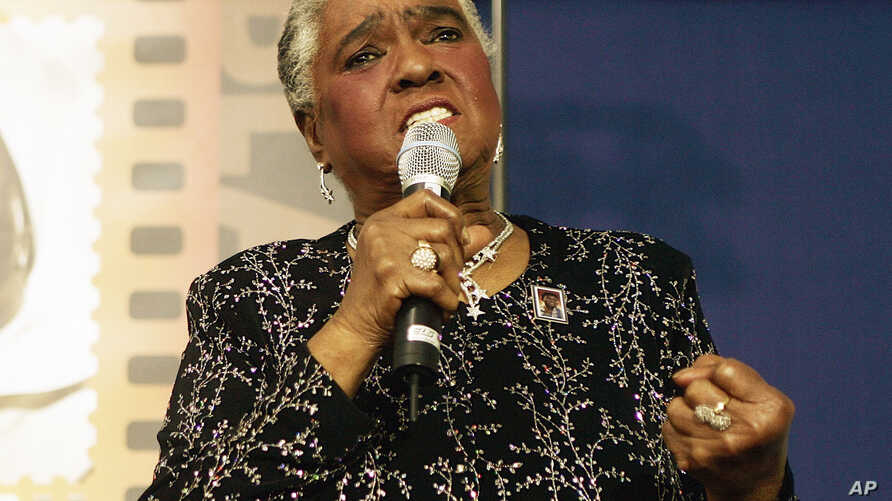 "FILE - In this Jan. 25, 2006 file photo, jazz and blues singer Linda Hopkins performs during a ceremony unveiling a new postage stamp honoring Hattie McDaniel, the first African American to win an Academy Award for her role in ""Gone With the Wind,""in"