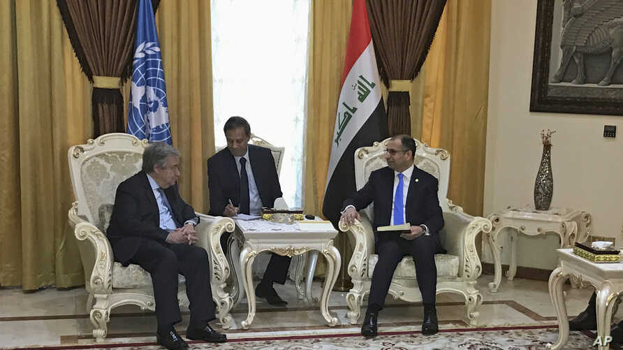 United Nations Secretary-General Antonio Guterres, left, meets with Iraqi parliament speaker Salim al-Jabouri, right, in Baghdad,  March 30, 2017.