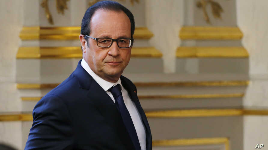French President Francois Hollande arrives to deliver a speech after a defense council meeting at the Elysee Palace in Paris, France, April 29, 2015.