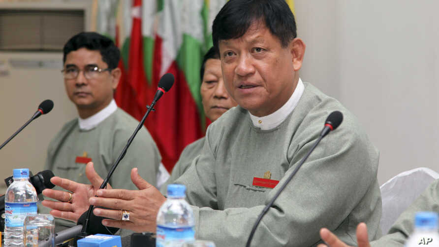Tin Aye, right, chairman of Myanmar's Union Election Commission, talks to journalists during a press conference at Myanmar Peace Center in Yangon, Sept. 7, 2014.