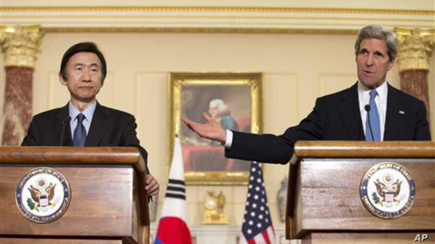 US Secretary of State John Kerry, right, with South Korean FM Yun Byung-Se, in Washington April 2, 2013