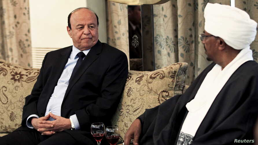 Yemen's President Abd-Rabbu Mansour Hadi interacts with Sudan's President Omar Hassan al-Bashir, right, at Khartoum, Aug. 29, 2015.