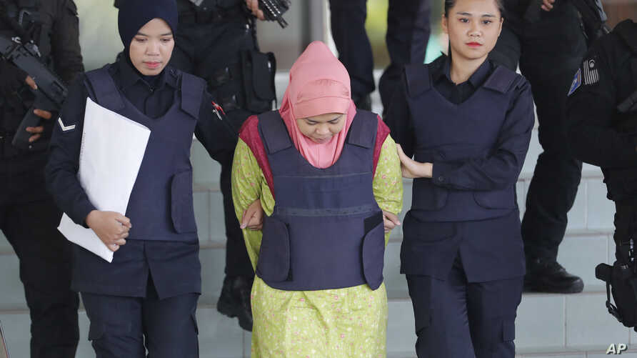 Indonesian Siti Aisyah, center, escorted by police, leaves Shah Alam High Court after a court hearing in Shah Alam, Malaysia on Tuesday, Dec. 18, 2018.