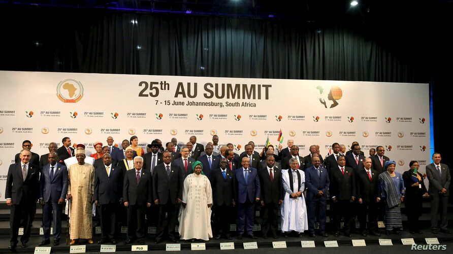 African heads of state pose for pictures ahead of the 25th African Union (AU) summit in Johannesburg, June 14, 2015.