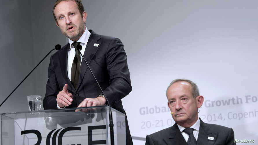 Danish Minister for Foreign Affairs Martin Lidegaard (L) speaks next to Director General of the Global Green Growth Institute Yvo de Boer at the Global Green Growth Forum in Copenhagen, Denmark, Oct. 21, 2014.