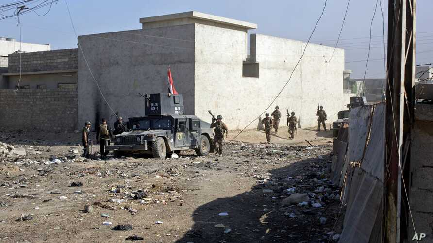 Iraqi special forces soldiers move on foot through an alley on the outskirts of Mosul, Iraq, Nov. 4, 2016. Heavy fighting erupted in the eastern neighborhoods of Mosul Friday as Iraqi special forces launched an assault deeper into the urban areas of