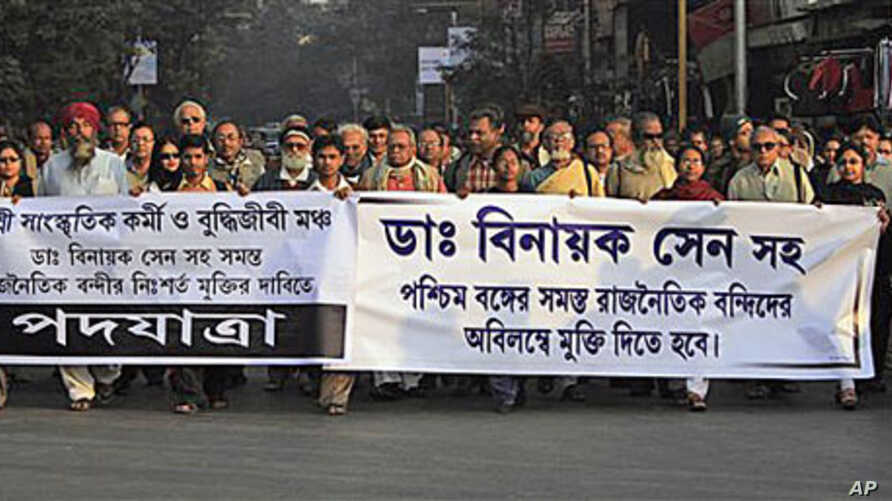 Indian intellectuals and others walk in a rally demanding immediate release of human rights activist Dr. Binayak Sen, in Calcutta, India, 11 Jan 2011