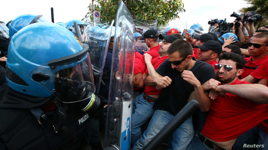 Protesters face off against police during a demonstration against the G7 summit in Giardini Naxos near Taormina, Sicily, Italy, May 27, 2017.