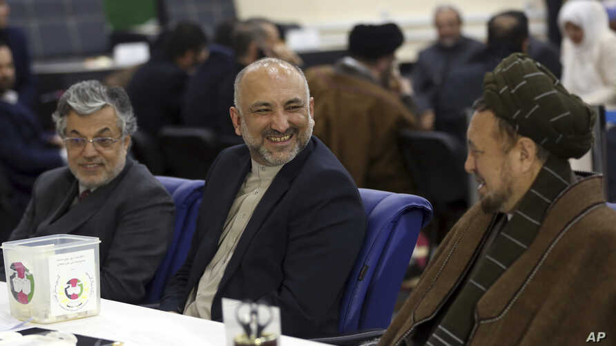 Former National security adviser Mohammad Hanif Atmar (C) Yunus Qanuni (L) as the first vice president and Mohammad Mohaqia (R) as the second voice president, register at Independent Elections Commissions (IEC) in Kabul, Afghanistan, Jan. 18, 2019.