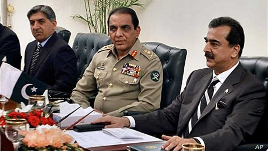 Pakistani PM Yousuf Raza Gilani, right, Pakistani army chief Gen. Ashfaq Parvez Kayani, center, and Pakistani intelligence Chief Lt. Gen. Ahmed Shuja Pasha, left, in Islamabad, Pakistan, June 11, 2011 (file photo).