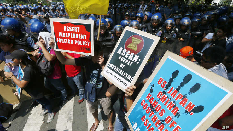 Demonstrators protest against what they say is U.S., Japan, and China's interference with the Association of Southeast Asian Nations (ASEAN) in front of the U.S. Embassy in Manila, Philippines, April 28, 2017. The 10-member ASEAN is to hold their ann