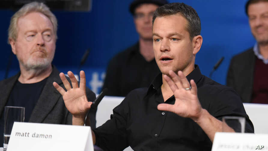 Director Ridley Scott (L) and actor Matt Damon are seen at a press conference at the Toronto International Film Festival on Sept. 11, 2015, in Toronto.