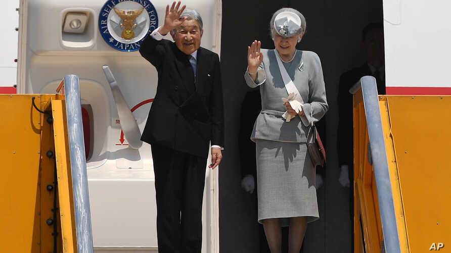 Japan's Emperor Akihito and Empress Michiko wave to bid farewell as they departure from the Phu Bai airport in the central city of Hue, Vietnam for Thailand, March 5, 2017.