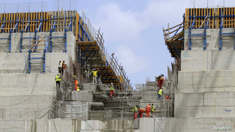 Construction workers are seen in a section of Ethiopia's Grand Renaissance Dam, as it undergoes construction, during a media tour along the river Nile in Benishangul Gumuz Region, Guba Woreda, in Ethiopia March 31, 2015.