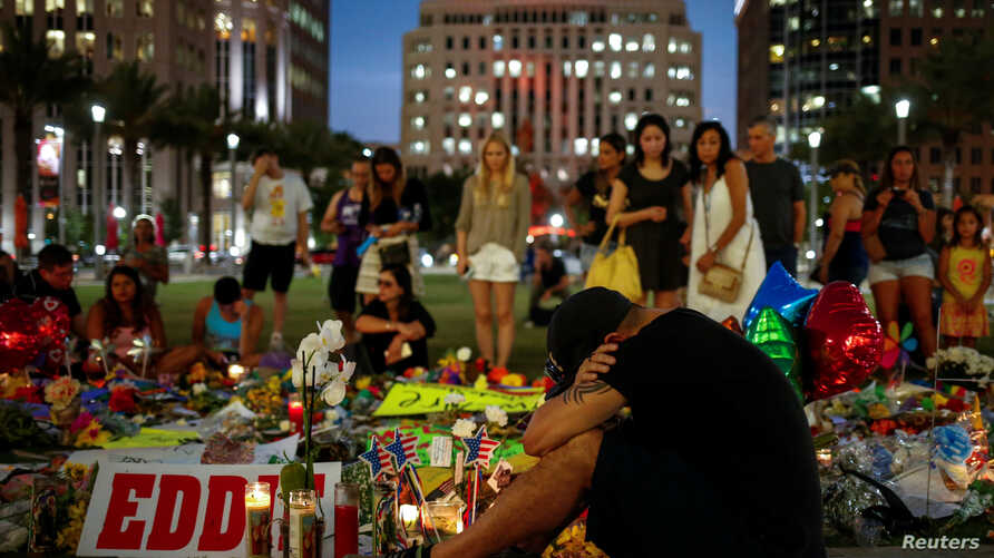 Local resident Jean Dasilva mourns for his deceased friend Javier Jorge-Reyes at a makeshift memorial in downtown Orlando for victims of the gay nightclub shooting, in Orlando, Florida, June 14, 2016.