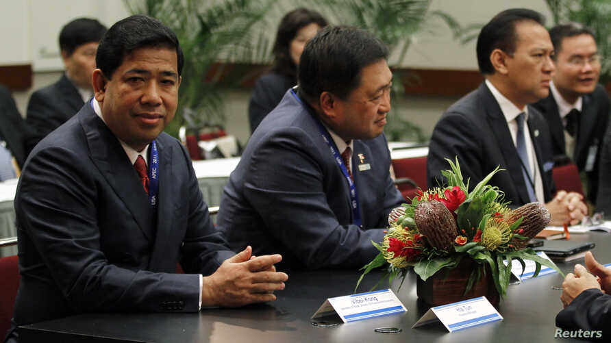 FILE - Finance Ministers of the Association of Southeast Asian Nations (ASEAN) meet at the APEC Summit in Honolulu, Hawaii.  (From L to R) Cambodia's Secretary of State, Ministry of Finance and Economy Vibol Kong, Philippines Secretary of the Departm