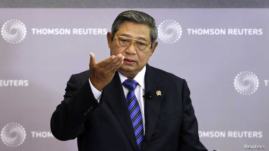 Indonesia's President Susilo Bambang Yudhoyono talks at a Reuters Newsmaker event in Singapore, Apr. 23, 2013.