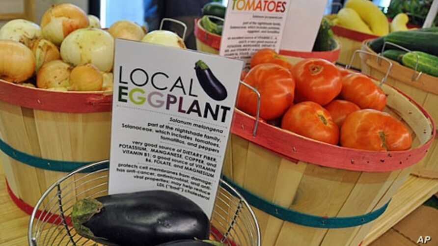 The Old North co-op, a community-run inner city grocery store, specializes in selling locally-grown produce.