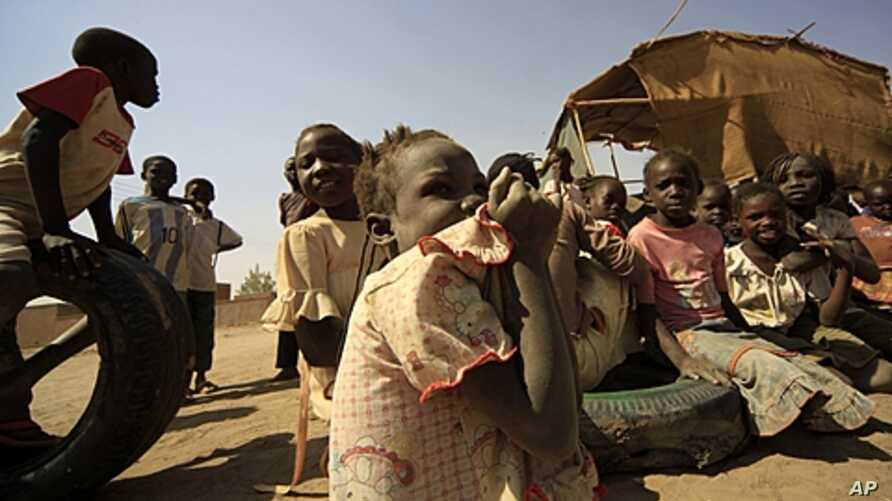 South Sudanese children at Andalus camp during visit by UN High Commissioner for Refugees, Jan. 12, 2012.