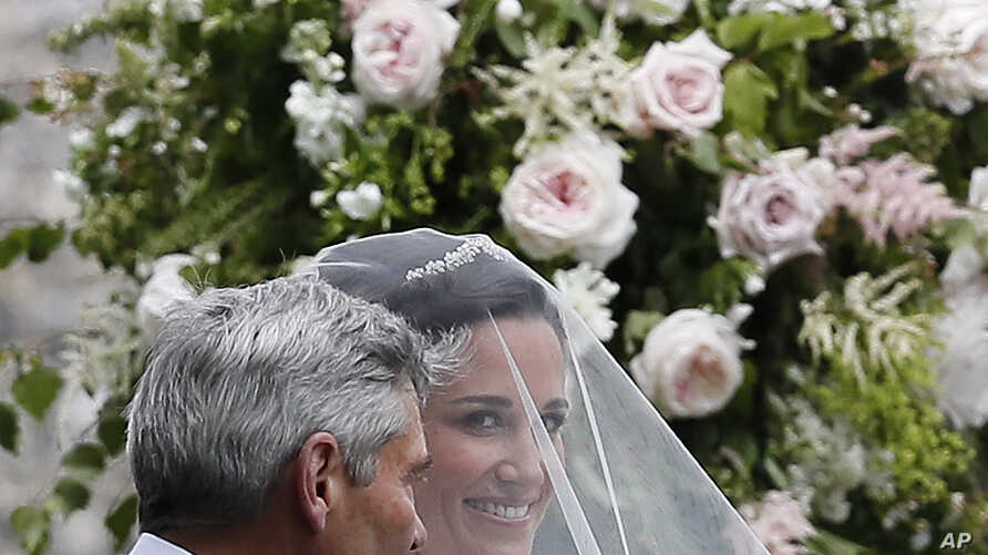 Pippa Middleton arrives with her father Michael Middleton for her wedding to James Matthews at St Mark's Church in Englefield, England Saturday, May 20, 2017.
