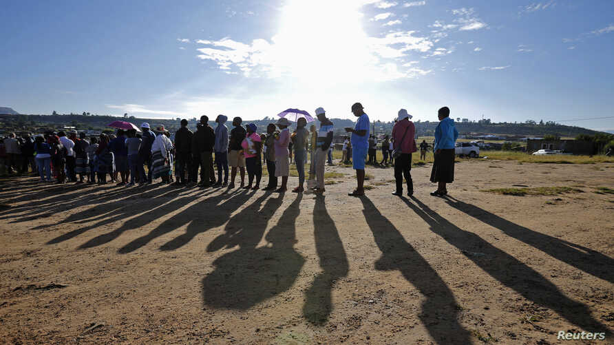 Locals wait to cast their votes during Lesotho's national elections in Magkhoakhoeng village, outside the capital Maseru, Feb. 28, 2015.