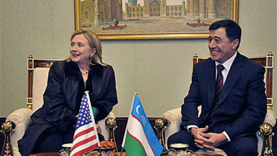 US Secretary of State Hillary Rodham Clinton, left, and Uzbek Foreign Minister Vladimir Norov seen during a meeting at the airport in Tashkent, Uzbekistan, Dec. 2, 2010