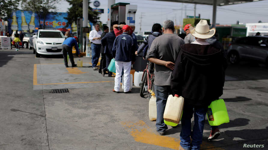People line up to buy gasoline at a gas station after an offensive by Mexico's government against fuel theft at one of the country's main refineries has led to days of shortages at gas stations, in Morelia, Mexico, Jan. 7, 2019.