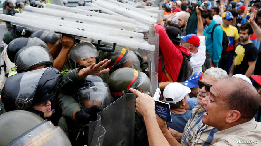 Opposition supporters clash with Venezuelan National Guards during a rally to demand a referendum to remove President Nicolas Maduro in Caracas, Venezuela, May 11, 2016.