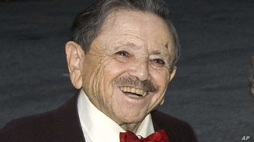 """FILE - Jerry Maren is pictured at a 70th anniversary gala for """"The Wizard of Oz"""" in New York, Sept. 24, 2009. Maren, the last surviving munchkin from the classic film, died on May 24, 2018, at a San Diego nursing home. He was 98."""